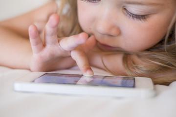 Crianças E Aparelhos Celulares, E Tabletes.